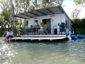 The Murray Dream Self Contained Moored Houseboat - Accommodation Resorts