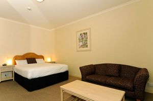 Quality Hotel Tiffins on the Park - Accommodation Resorts
