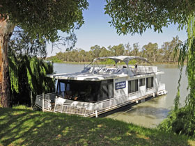 Boats and Bedzzz - The Murray Dream self-contained moored Houseboat - Accommodation Resorts