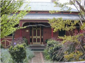 FINCHES OF BEECHWORTH - Accommodation Resorts
