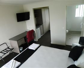 Dooleys Tavern and Motel Springsure - Accommodation Resorts