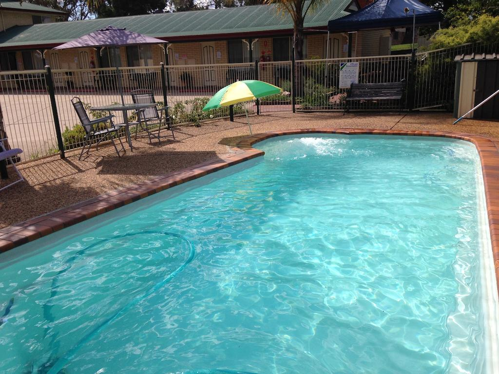 Country Rose Motel Warwick - Accommodation Resorts