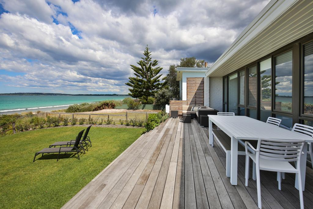 Azure Absolute Beachfront - Pet Friendly - Accommodation Resorts